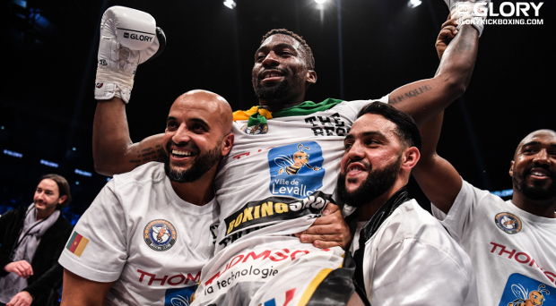 Doumbé retains world title with split-decision