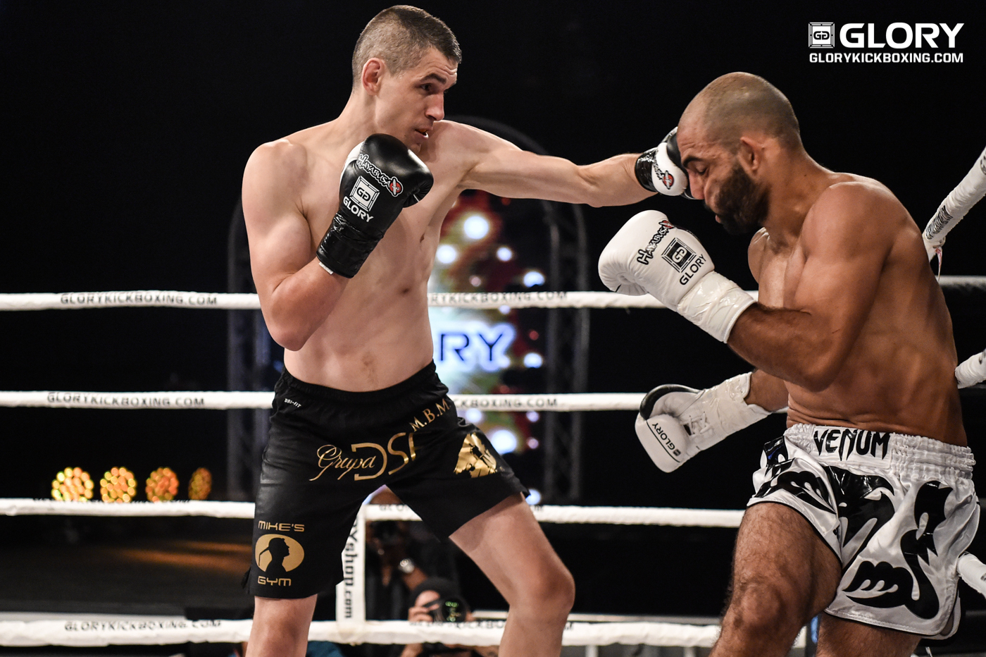 Dudek flying the flag for Poland at GLORY 44 CHICAGO