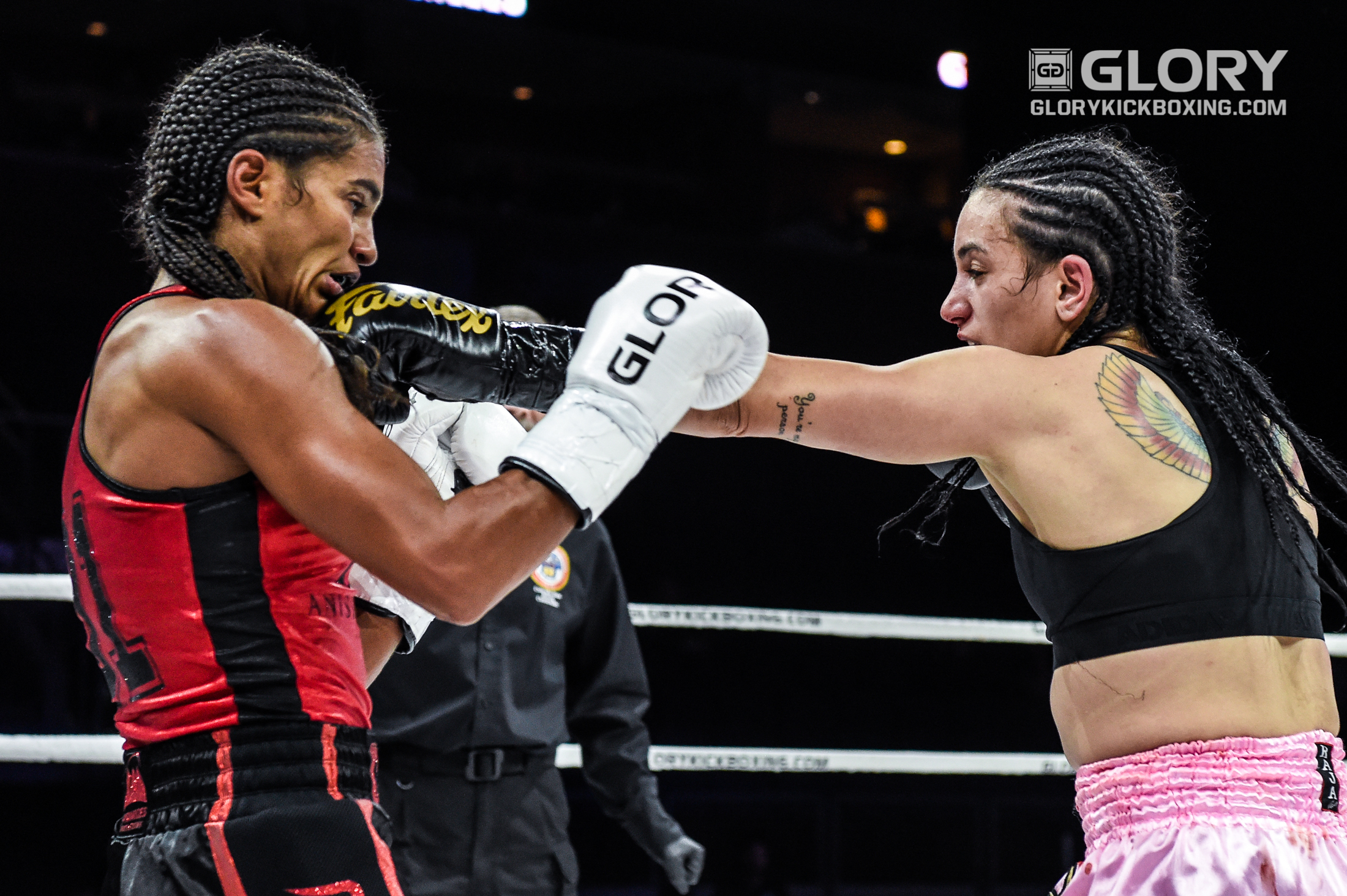 Menezes captures super bantamweight title with controversial decision win over Meksen