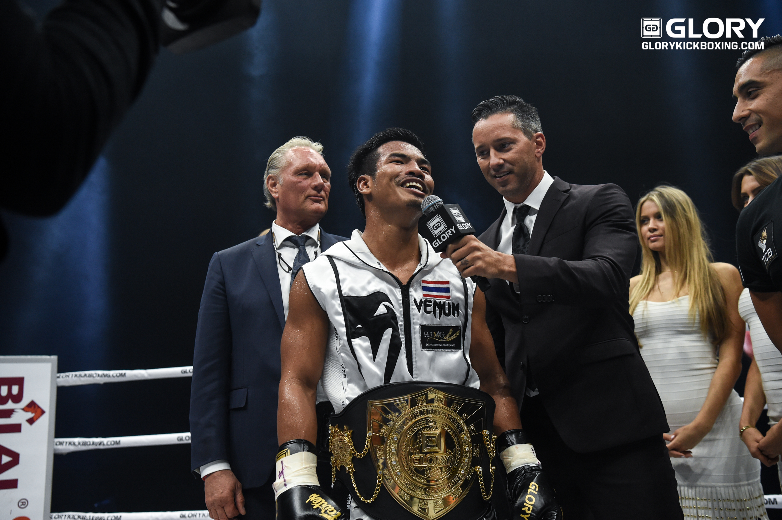 And New: Petchpanomrung takes featherweight title from Van Roosmalen