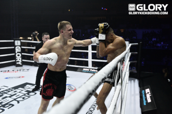 Menshikov demolishes Dbili with three first-round knockdowns
