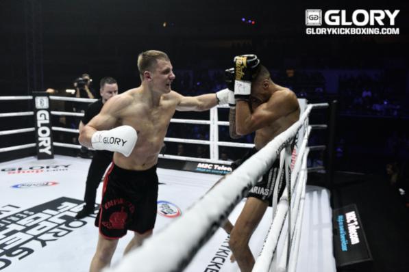 Menshikov demolishes Dbili with three first-round knockdowns