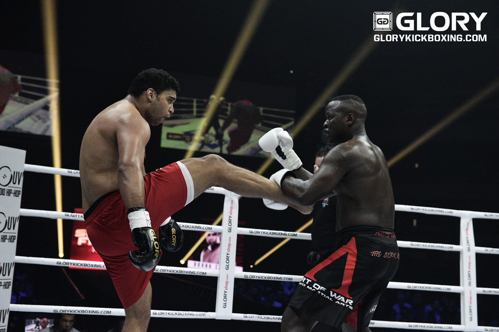 Chaves wins in GLORY debut, topping Sene after doctor's stoppage