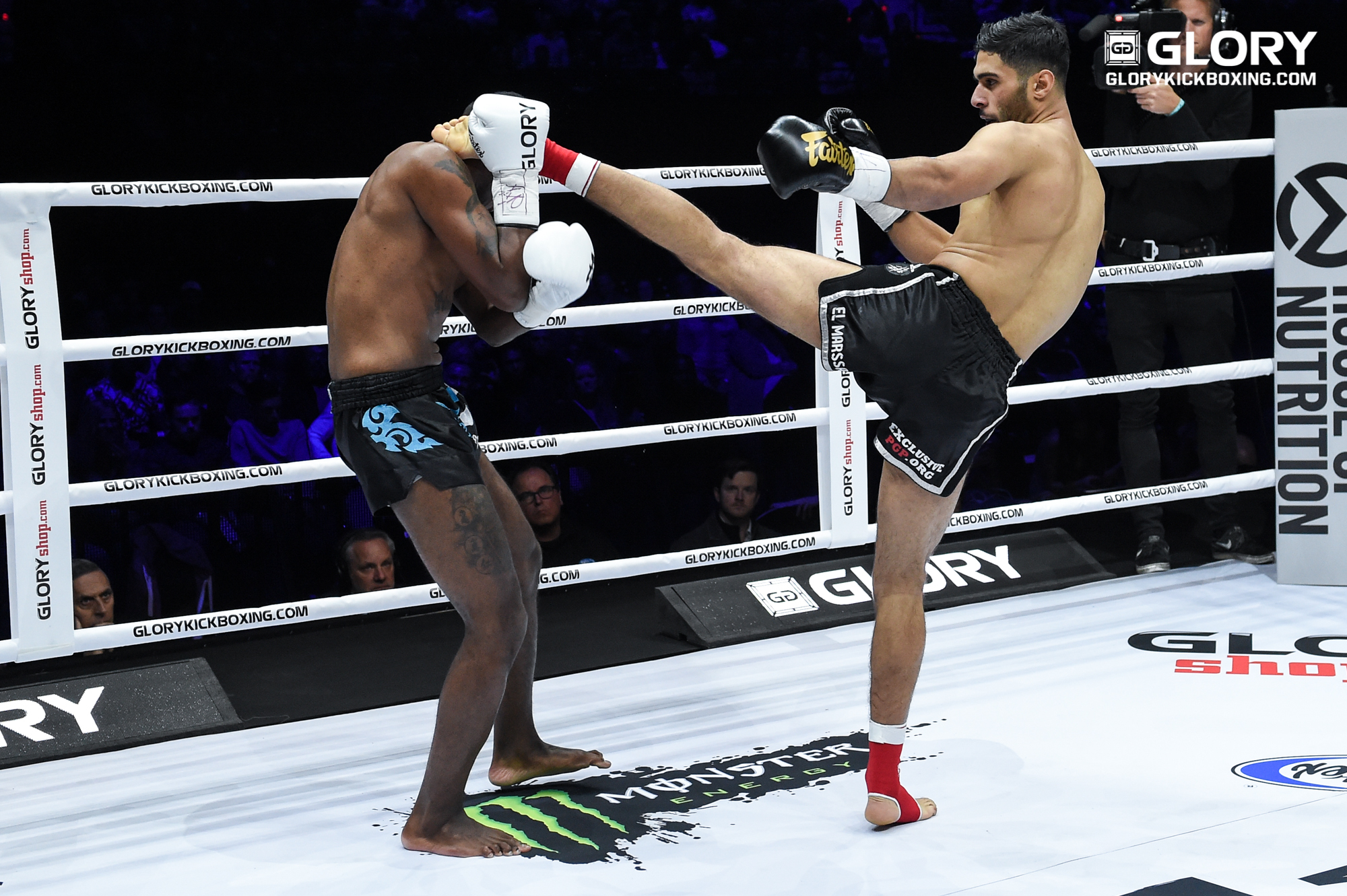 Hamicha head kick takes Simson out in first round
