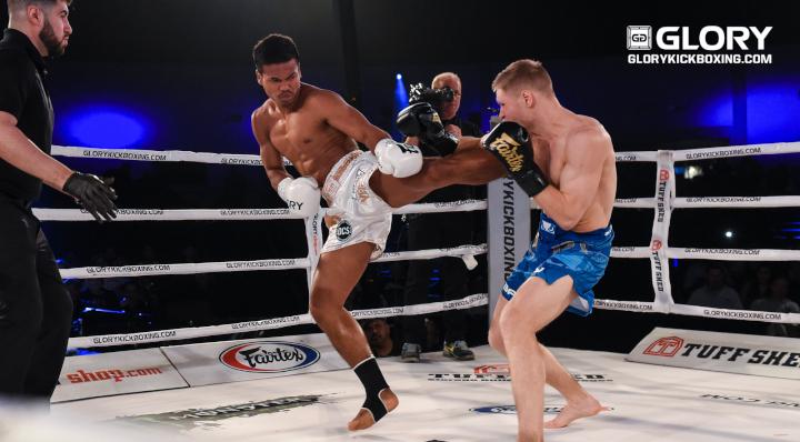 Petchpanomrung cruises past Adamchuk, retains featherweight title