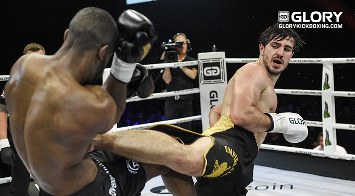 Vakhitov retains after controversial decision over Abena